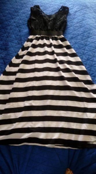 Suknie i sukienki Długa sukienka z haftem