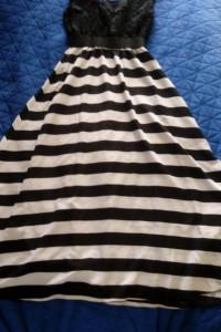 Długa sukienka z haftem