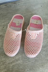 nowe różowe gumowe klapki