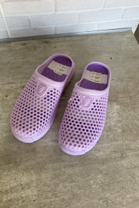 nowe fioletowe gumowe klapki