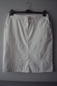 nowa spódnica z haftem