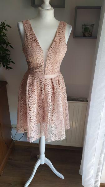 Suknie i sukienki Koronkowa sukienka z głębokim dekoltem rozm s