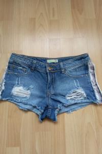 Jeansowe podarte szorty s CROPP...