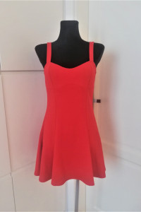 Czerwona rozkloszowana sukienka H&M...