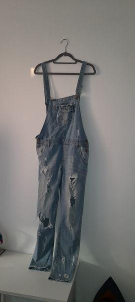 Kombinezony Jasnoniebieskie jeansowe ogrodniczki z dziurami 36 38
