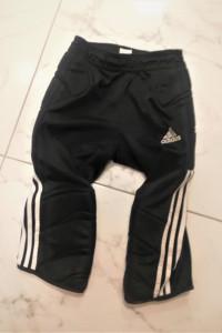 Czarne spodenki kolarki Adidas z pogrubieniem po bokach