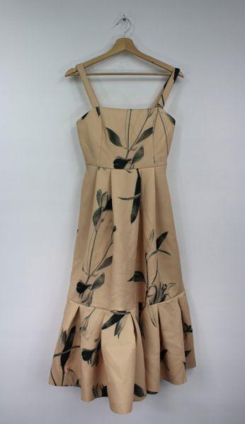 Suknie i sukienki Bezowa sukienka midi w kwiaty