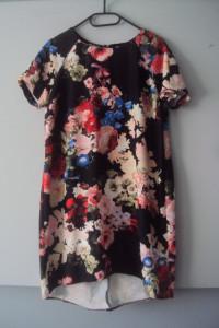 asymetryczna sukienka w kwiaty...