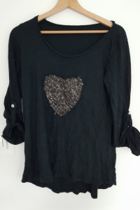 Czarna bluzka z sercem...