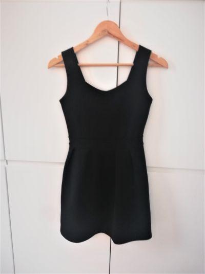 Suknie i sukienki Czarna rozkloszowana sukienka z wyciętymi plecami