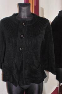 Czarny sweter grzybek Visual zapinany na guziki z kieszeniami...