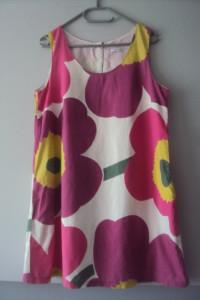trapezowa sukienka z kieszeniami...
