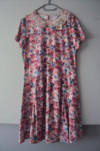Nowa sukienka w kwiatuszki...
