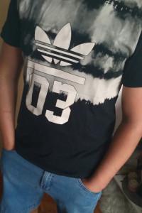 T shirt Adidas...