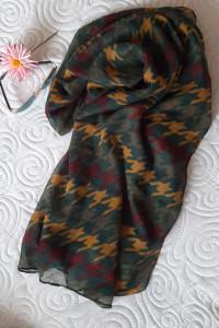 duży szal w kolorową pepitkę