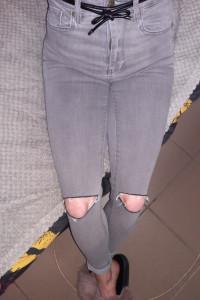 Spodnie bardzo wysoki stan z dziurami Pull&Bear...