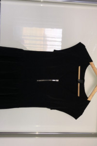 Czarna krótka sukienka...