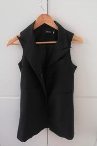 Czarna klasyczna kamizelka przedłużana minimalizm