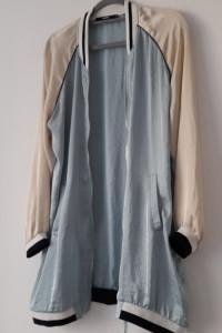 Jasnoniebieska cienka śliska długa bluza 38...
