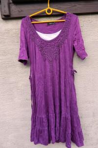Wygodna kreszowana sukienka z haftem i falbaną 2w1