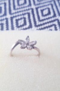 Srebrny pierścionek R15...