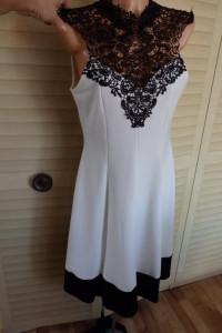 Sukienka z gipiurą w dekolcie...