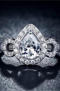 Nowy pierścionek srebrny kolor biała cyrkonia retro styl królewski
