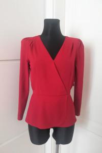 Czerwona bluzka z baskinką...