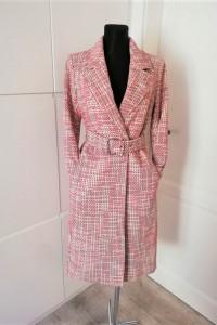 Stylowy jesienny płaszcz z paskiem H&M