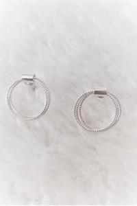 Kolczyki wkrętki w srebrnym kolorze