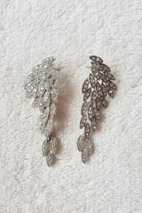 Nowe kolczyki duże wiszące srebrny kolor białe cyrkonia skrzydł...