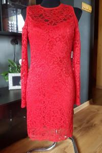 Sukienka Koronkowa Czerwona Odkryte Ramiona