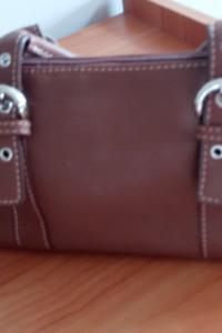 torebka w kolorze brązowym