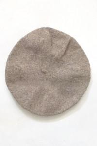 brązowy beret filcowy