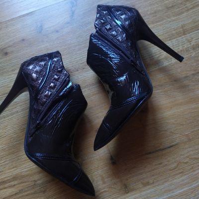 Botki Szpilki botki buty z naturalnej skóry bawolej Why Alberto Venturini nowe