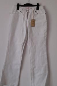 Białe grube jeasny rozszerzane nogawki 40