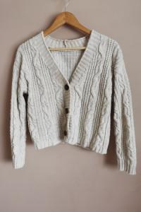 Ciepły sweter z guzikami...