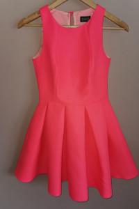 Śliczna sukienka marki emo...