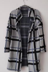 Szary długi sweter kardigan w kratę 36...