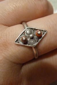 pierścionek srebry z koralami próba 800...