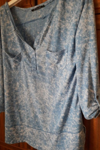 Bardzo fajna bluzka latynka rozmiar z metki S M błękitno biała