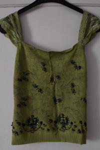 Zielona sweterkowa bluzka na koronkowych ramiączkach z czarnymi...