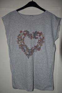 Bawełniana szara koszulka z krótkim rękawem print serce kwiaty ...