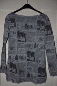 Szara bluzka tunika z długim rękawem print gazeta dopasowana el...