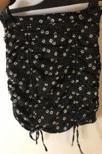 czarna krótka spódniczka