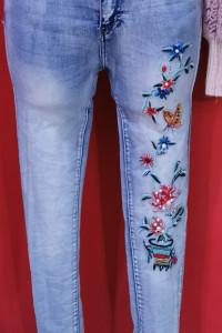 Spodnie jeansy hafty kwiaty wyższy stan