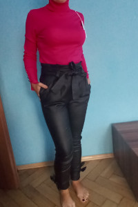 Golf damski róż spodnie czarne skórkowe...