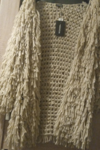 zjawiskowy sweter nowy i beżowy