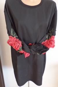 Bluza z zdobionymi rękawami