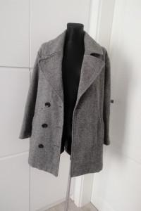 Stylowy płaszcz oversize Gina Tricot...